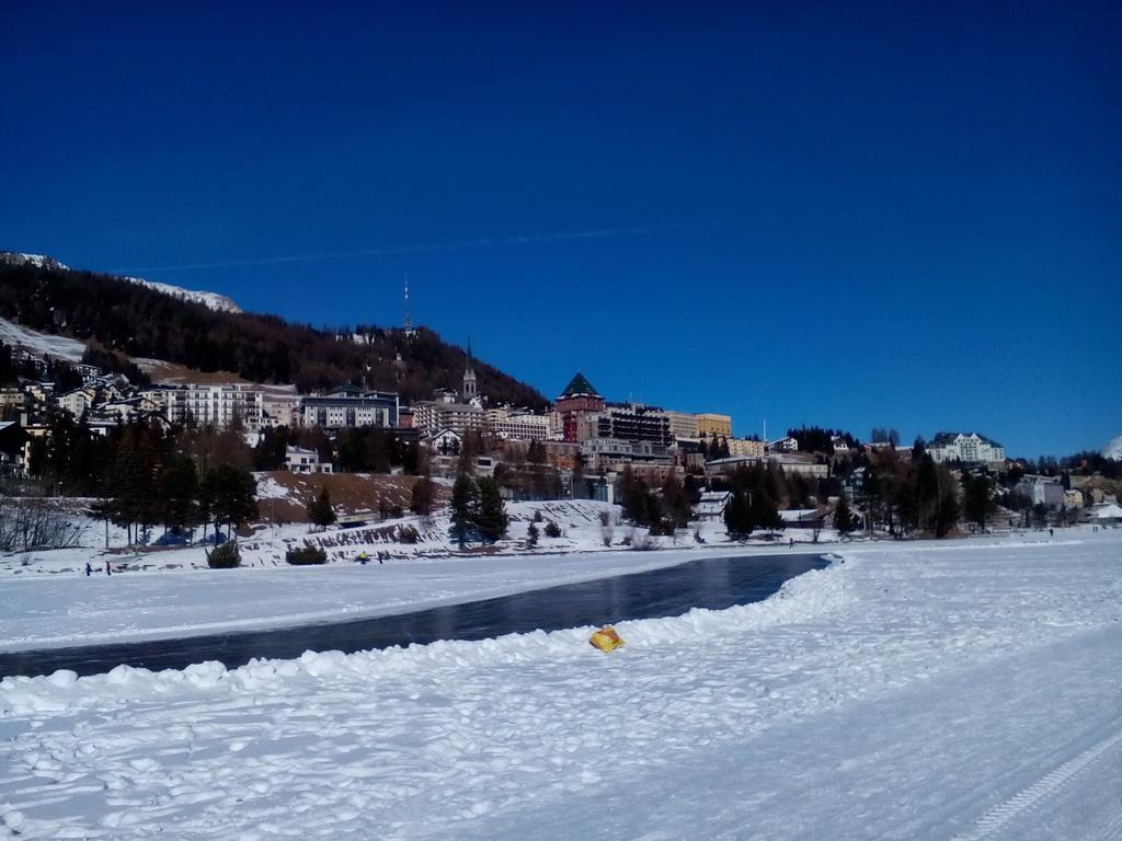 St._Moritz,_tá_vežička_v_strede_je_Badruths_Palace